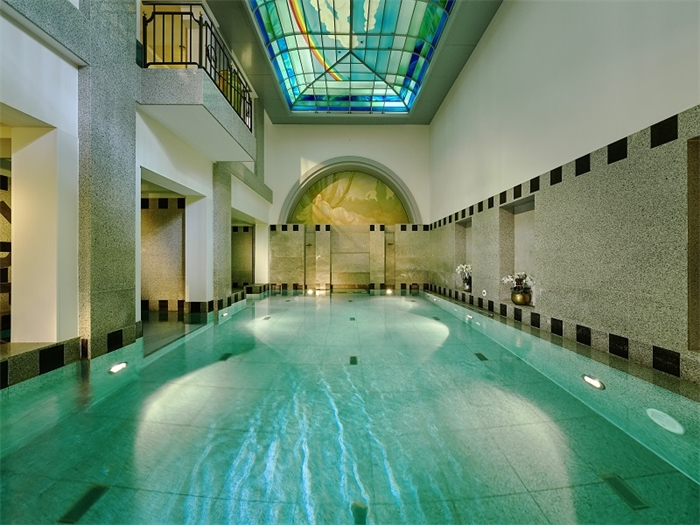 Indoor-Pool